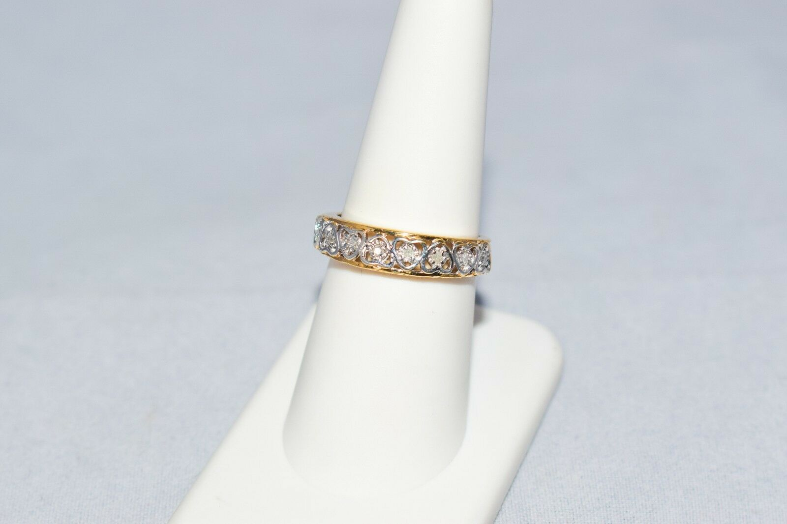 10k gold Heart Design Diamond Accents Ring Size 7 US Signed CI Beautiful