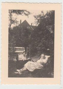 F29712-Orig-Foto-Buer-Frauen-im-Garten-am-Wohnhaus-Springestrasse-35-1936