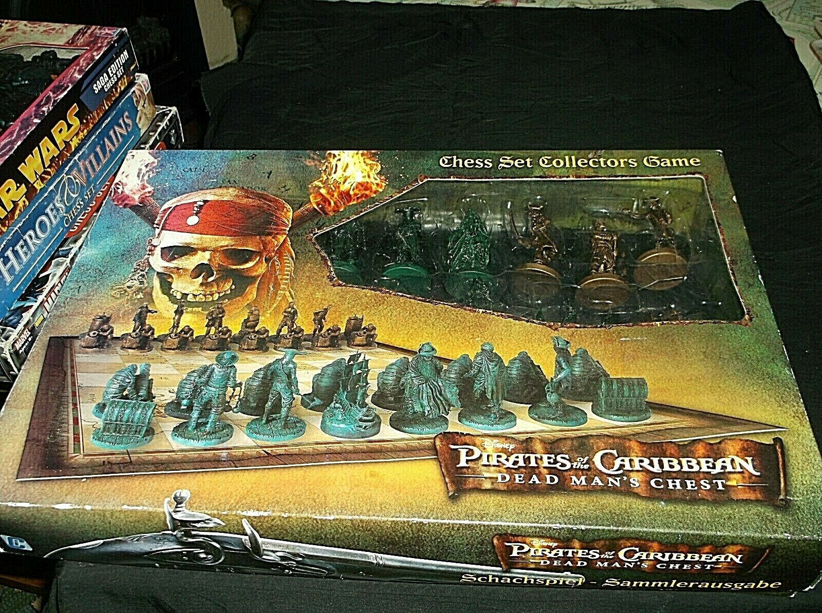 PIRATES OF THE CARIBBEAN DEAD MANS CHEST CHESS SET