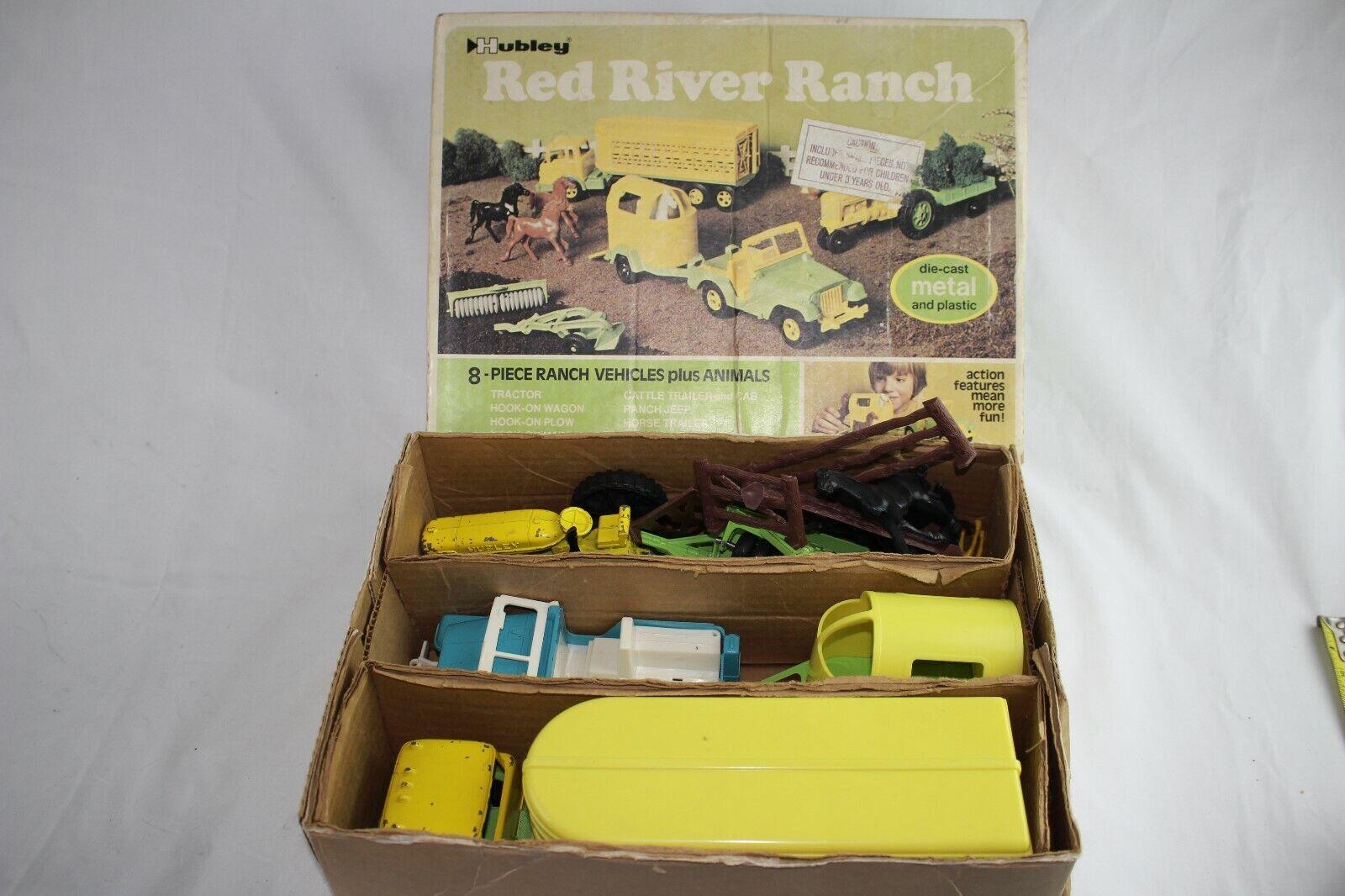 Hubley tärningskast Metal röd River Farm och Ranch Set, med låda, Nice Original