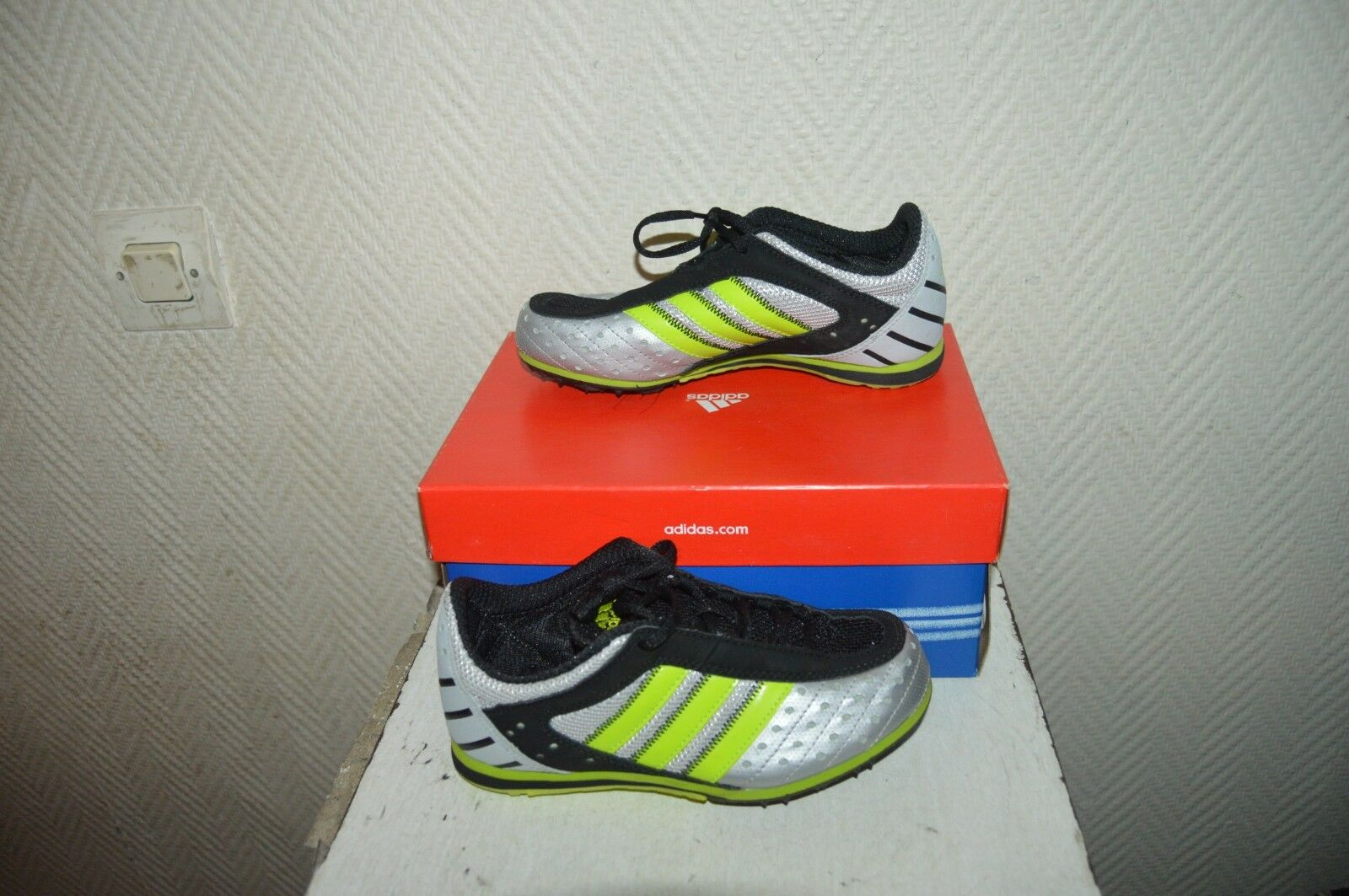CHAUSSURE ATHLESTISME POINTE ADIDAS size 33 SHOES shoes shoes NEUF