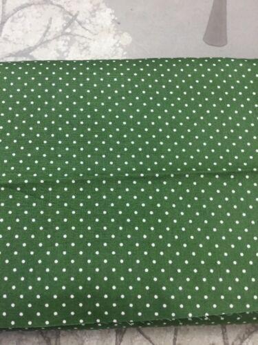 Fabric Freedom 6390 en verde oscuro por el medio metro