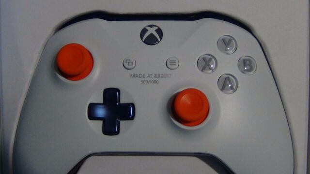 """Event Exclusive E3 2017 Xbox One Controller Extremely Rare """"Made at E3 2017"""""""