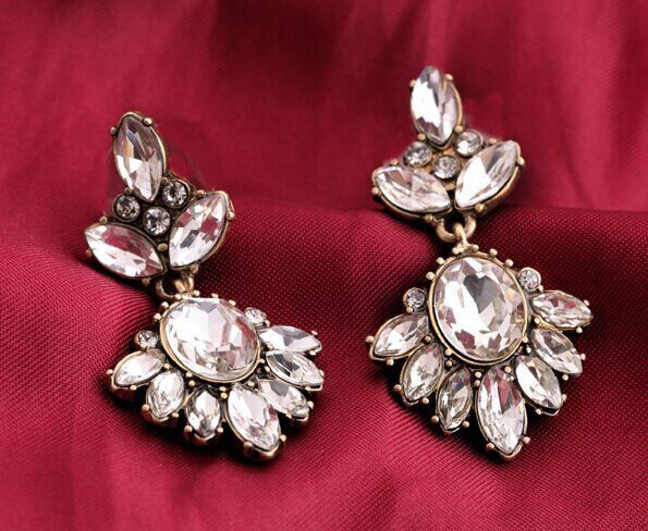 Hot Fashion Crystal Leaf Flower Drop Pendant Statement Elegant Earring Stud