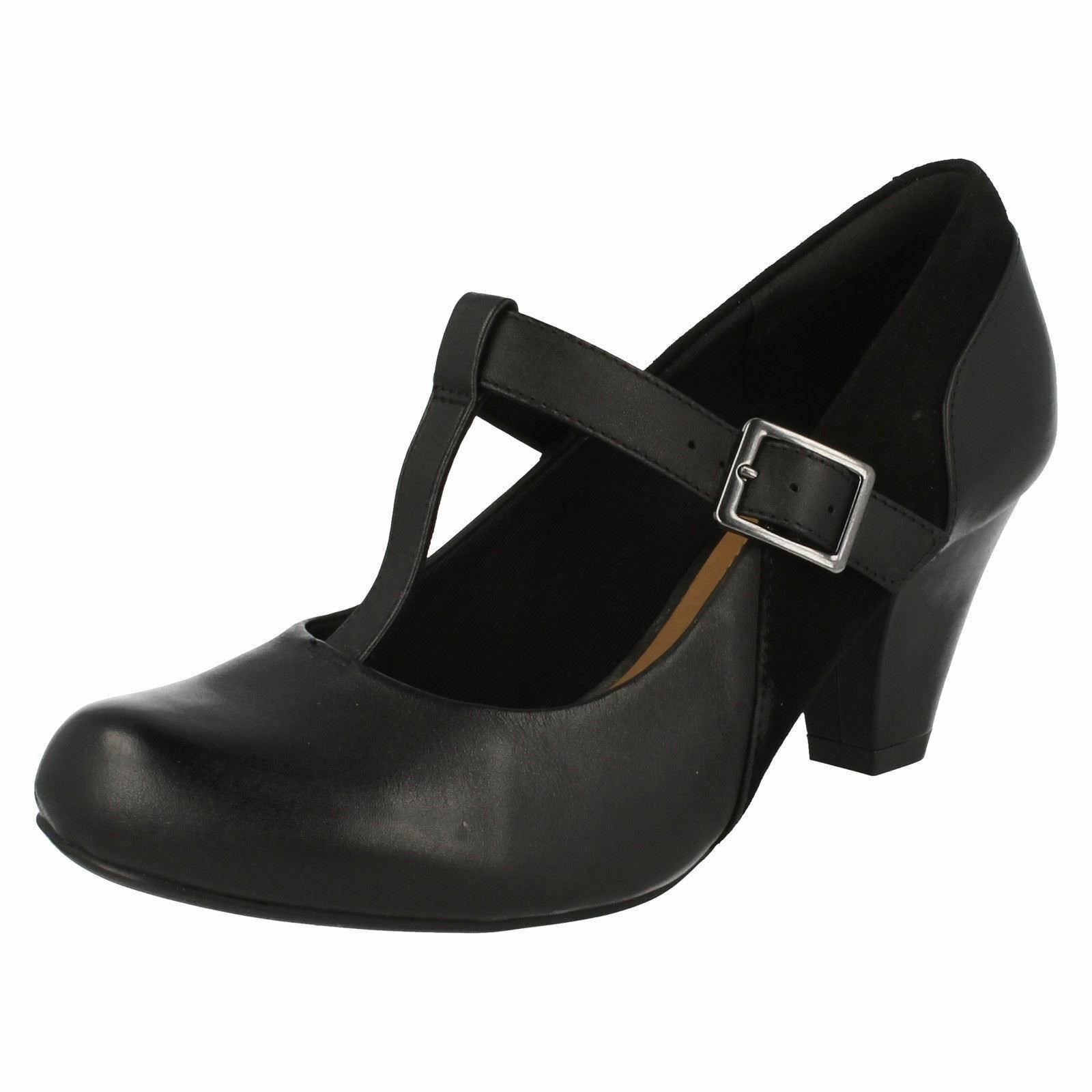 Clarks' Coolest Lass' da Donne, in pelle Nera T-Bar Court Schuhe Larghezza D
