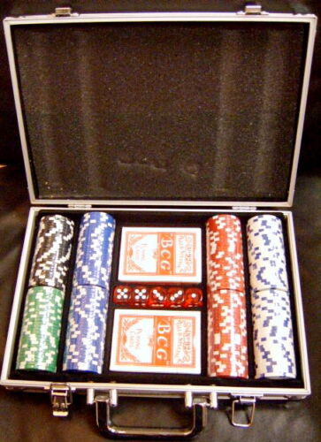 BRAND NEW! 400 PIECE Poker Chips Set in aluminum case /& dice