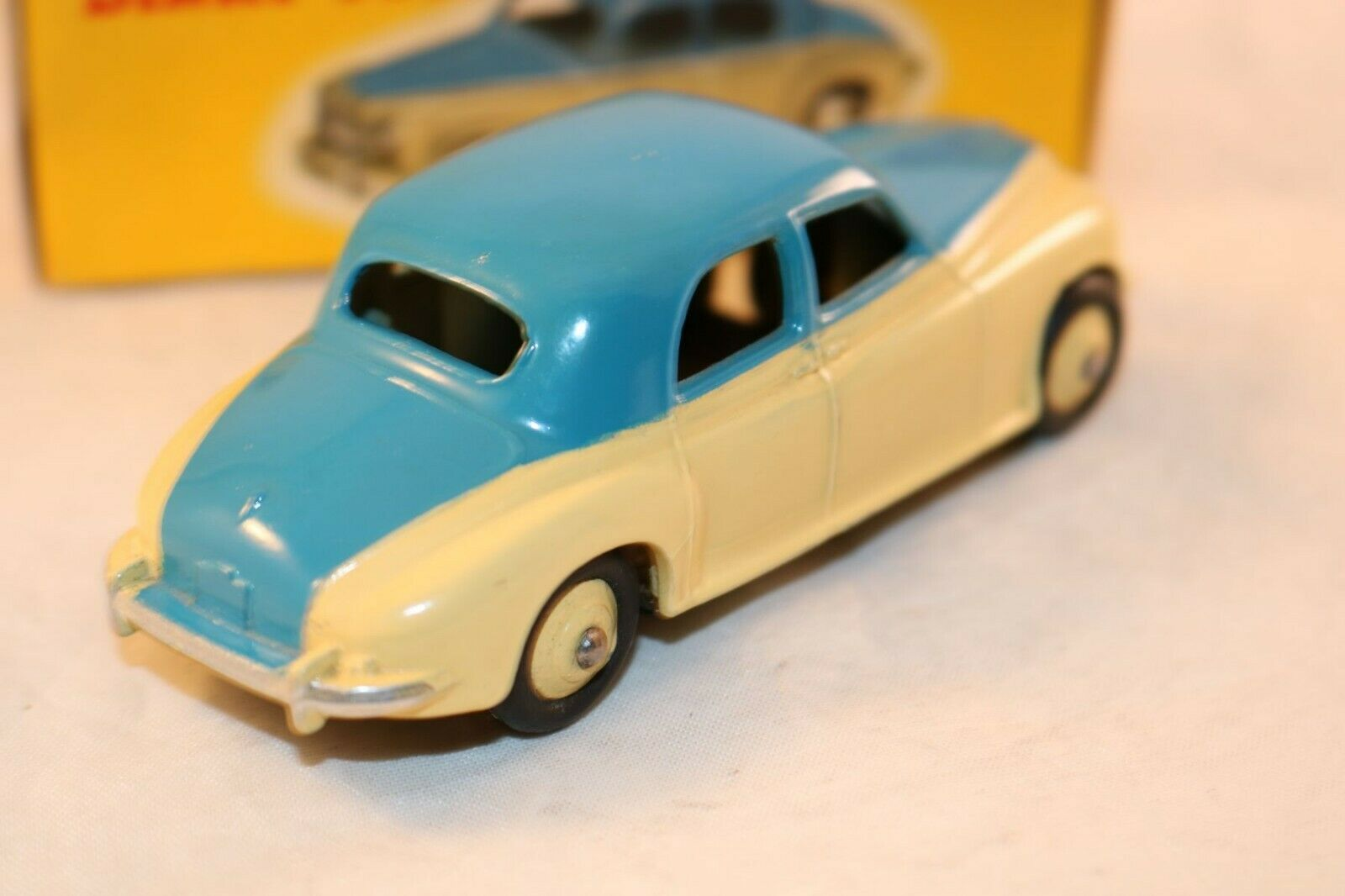 Dinky Toys 156 Rover 75 saloon 2 2 2 tone bluee and cream very near mint in box 76140c