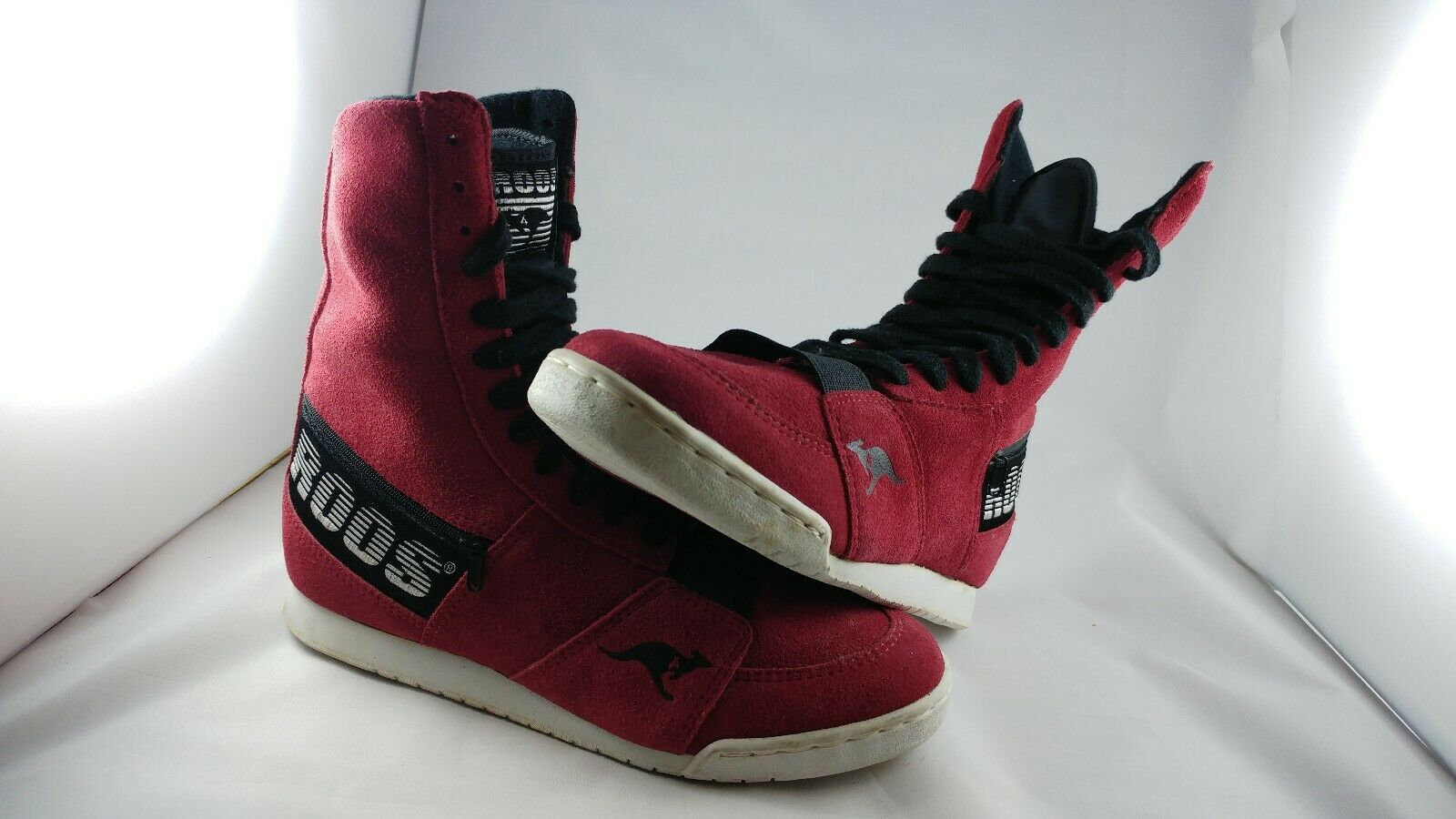Retro sports boots. Roos in Red Leather suede . New.