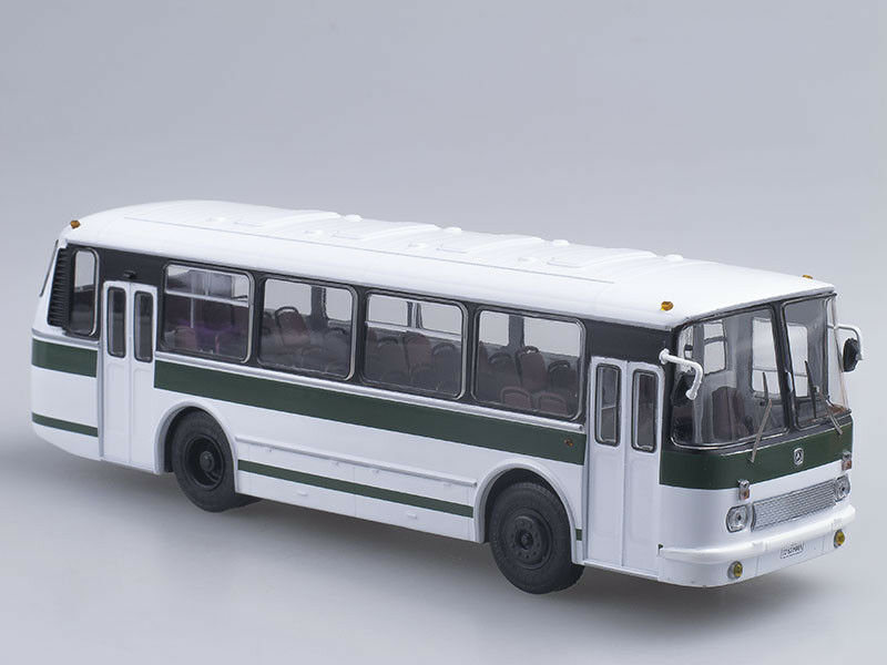 Scale model bus 1 43 LAZ-695Р bianca-verde
