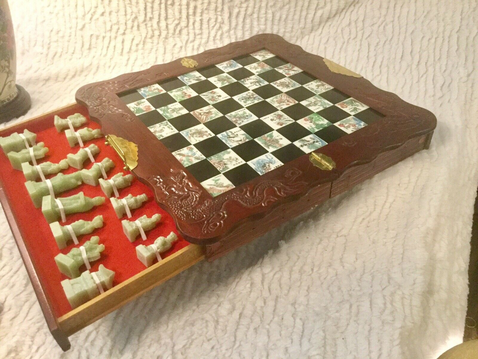 VINTAGE 2 DRAWERS FOLDING CHESS gioco WITH He  autoVED WOODEN ORIENTAL CASE  disponibile
