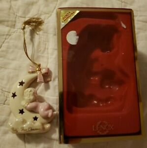 New-In-Box-LENOX-Baby-039-s-First-Christmas-Ornament-2001-Annual-Baby-Girl