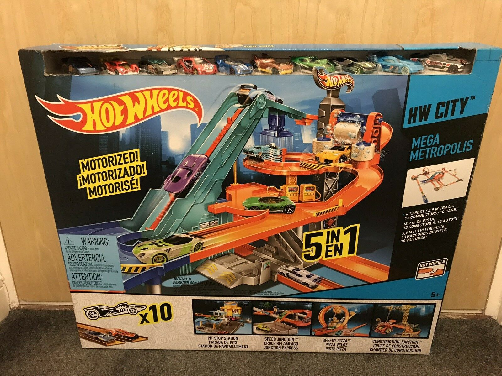 Hot Wheels Rare Mega Metropolis Garage Set BNIB