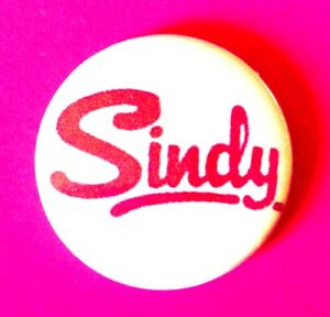 PINK-VINTAGE-STYLE-SINDY-DOLL-LOGO-BUTTON-PIN-BADGE