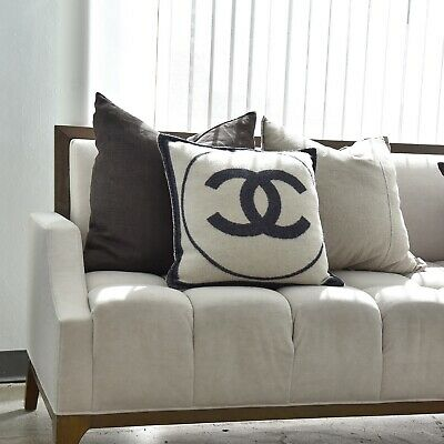 Cuscini Chanel.Chanel Cashmere Wool Pillow Navy White 18x18 In W Dust Bags