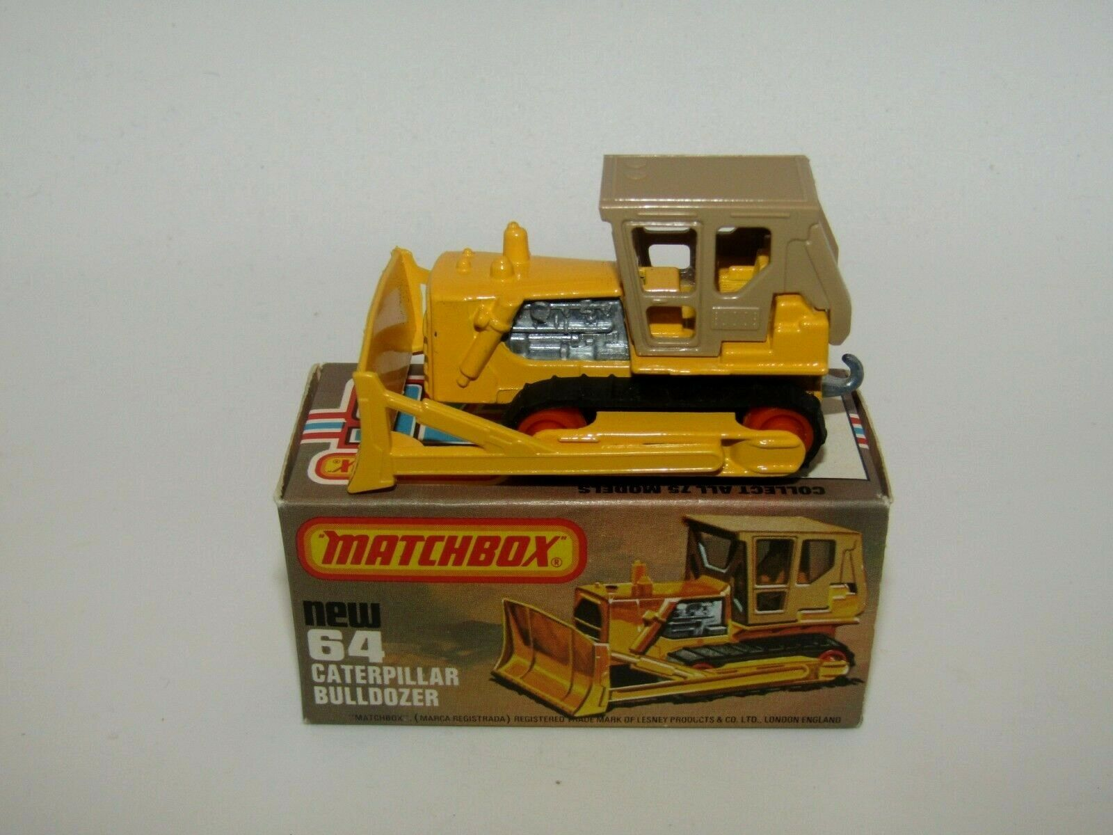 Matchbox Superfast No 64 Caterpillar Bulldozer orange Rollers VNMIB Rare