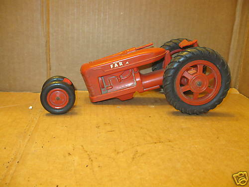 International Harvester Farmall Tracteur en plastique dur