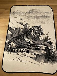 San-Marcos-Blanket-Tiger-On-Rock-Ledge-Black-amp-White-Reversible-58-x84-Vintage