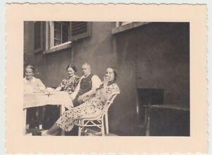 F29716-Orig-Foto-Buer-Personen-am-Wohnhaus-Springestrasse-35-1936