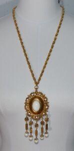 VENDOME-Gold-Tone-Etruscan-White-Lucite-Dangle-Bead-Runway-Medallion-Necklace