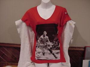 CUTE Derrick Rose Chicago Bulls Women s Sz Md Red Majestic T-Shirt ... e321e16afb