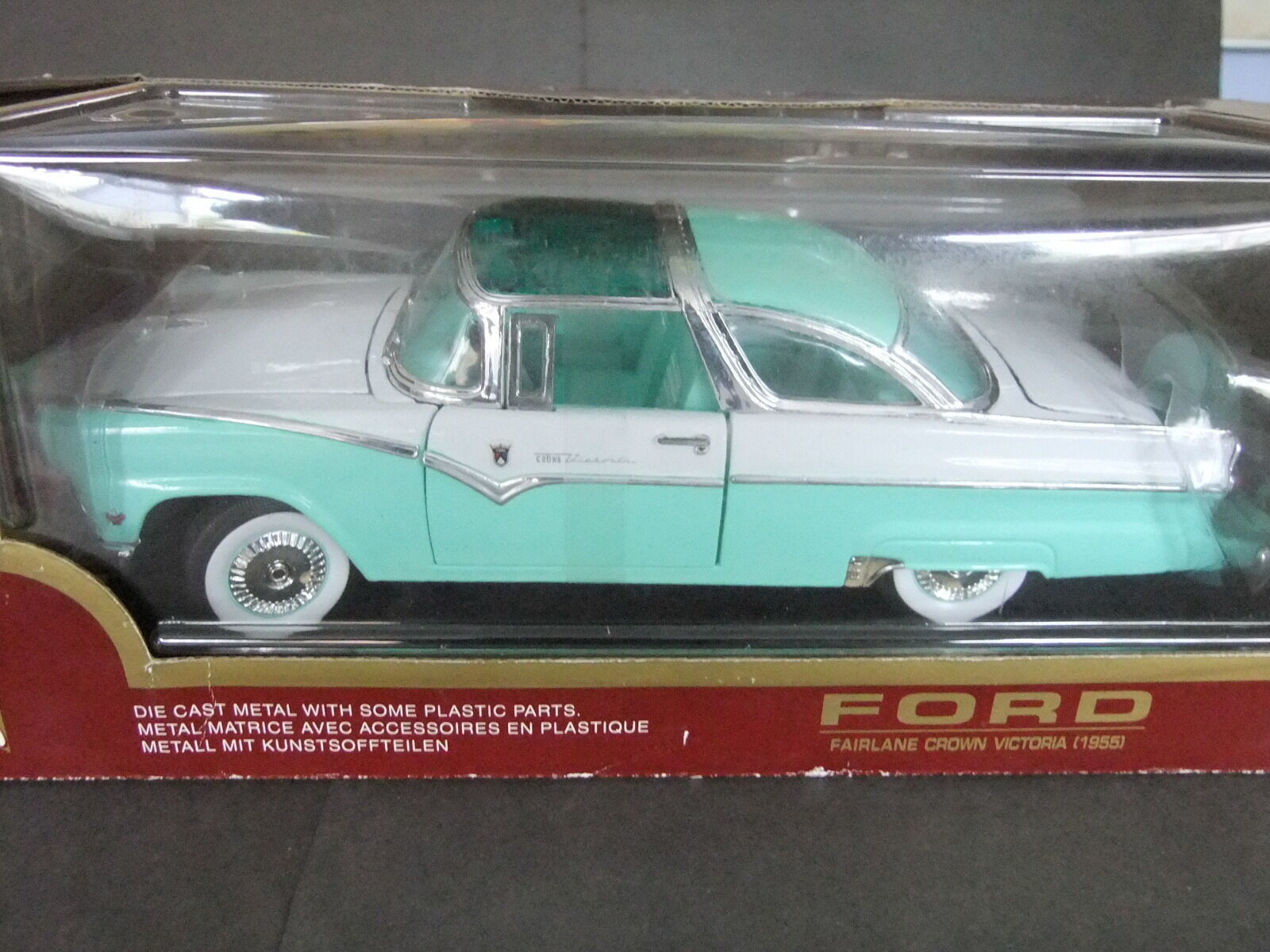 Road Legends 1955 Ford Fairlane Crown Victoria - 1 18 Scale Turquoise & Weiß