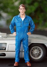 77494 American Diorama Werkstatt Team Mechanic John inspecting, 1:24