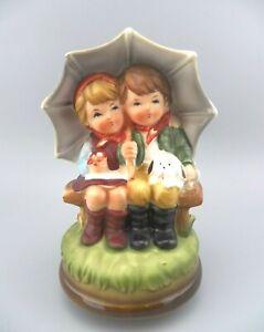 "VTG Umbrella Boy & Girl MUSIC BOX Handcrafted JAPAN ""Raindrops Keep Falling"" GUC"
