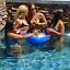 Floating Beer Pong Pool Game Cups 3 Balls 2 Rafts Set Home Outdoor Water Swim