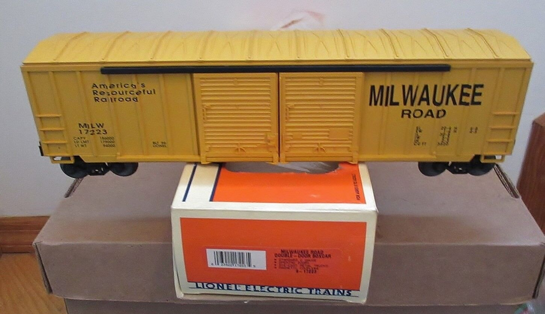 LIONEL MILWAUKEE ROAD DOUBLE DOOR BOXCAR,(NIB)