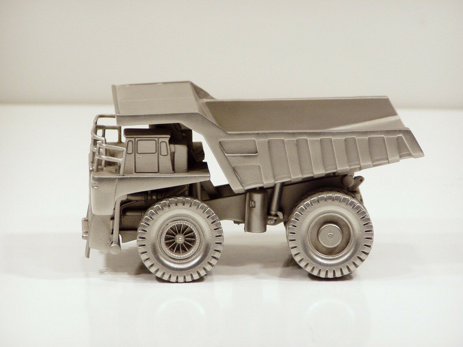 Haulpak 830E Dump Truck - 1 100 - Precision Pewter Pewter Pewter 56a