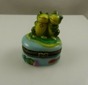 Frog-love-heart-trinket-box-with-frog-and-heart-inside-prince-lily-pad