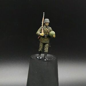 Painted-1-35-Waffen-Ss-Figure-Carrying-Lettuce-Masterbox-1-35-ww2