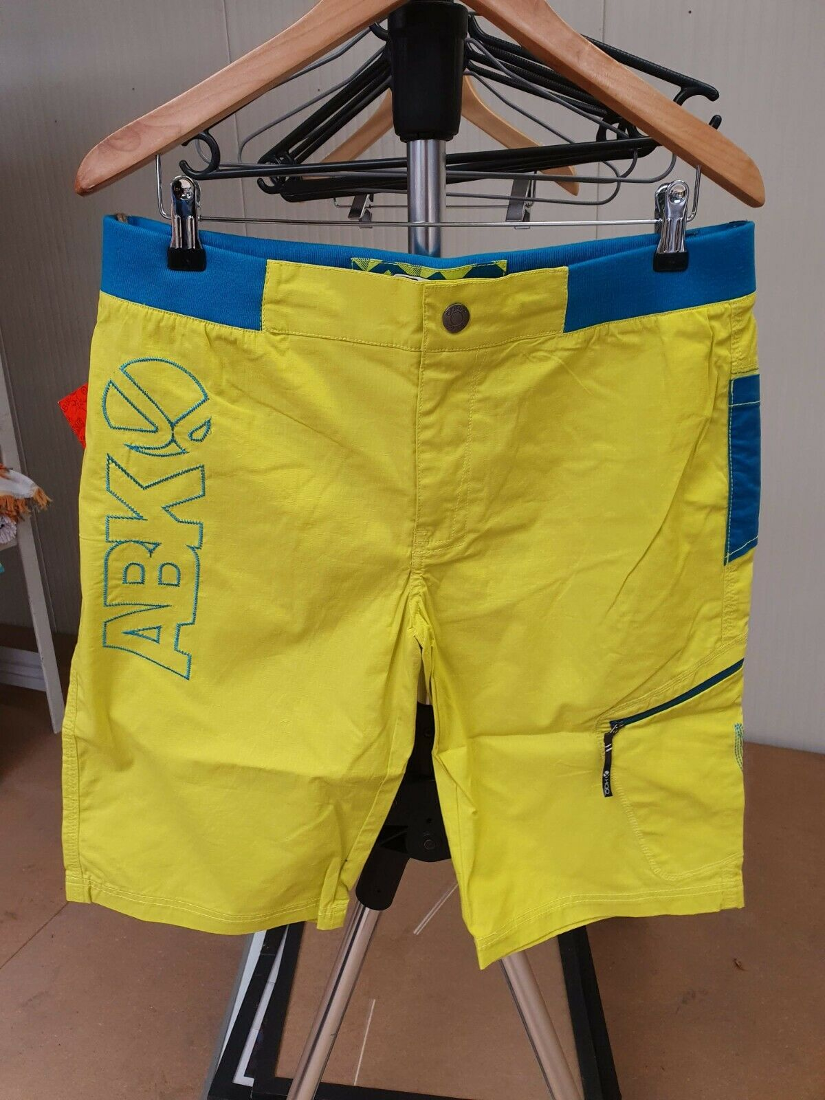 ELO1 #6 Bermuda/Shorts Sports Man Abk Yellow (With One Defect)