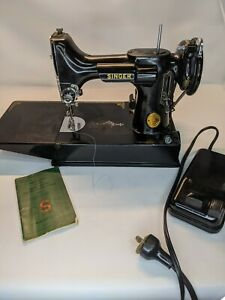 Vintage-Singer-FEATHERWEIGHT-Sewing-Machine-221-1-amp-Case-fully-working