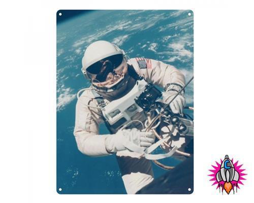 NASA ASTRONAUT SPACEMAN IN ORBIT LARGE METAL WALL SIGN PLAQUE