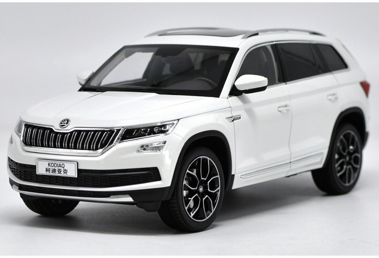 1 18 VW Volkswagen Skoda KODIAQ SUV White DieCast Car Model Toy Collection