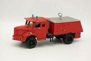 Parade-Resina-1-50-Berliet-RL-Serbatoio-Vigili-del-fuoco