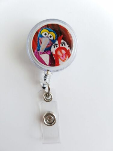 ID Holder,Glitter 3D Dome Disney Muppets GONZO /& CAMILLA Retractable Badge Reel