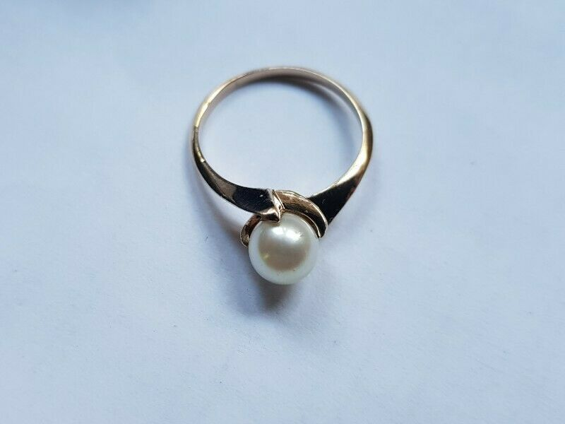 A196 9k Gold Pearl Ring