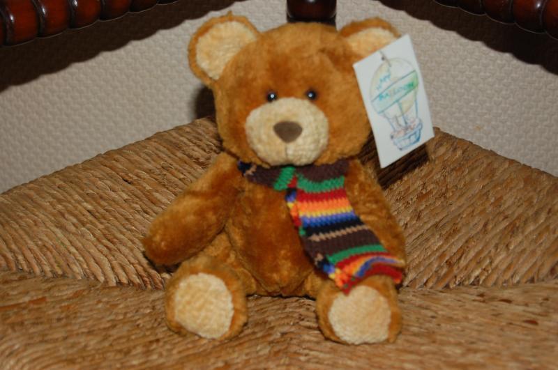 L Dake en Zn Happy Balloon braun Chubby Teddy Bear w Scarf 16 CM