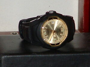 Pre-Owned-Casio-MW-600-Gold-amp-Black-Analog-Date-Watch