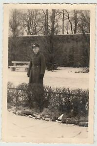 F20204-Orig-Foto-deutscher-Soldat-Werner-im-Freien-im-Winter-Leipzig-1941