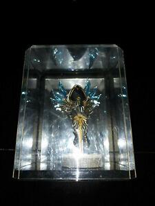 Blizzcon-2011-Diablo-3-Mini-Tyrael-Statue-Display-Case