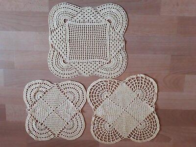 3 Gehäkelte Deckchen Untersetzer Handarbeit Pastell Gelb Quadratisch Ca. 28x28cm