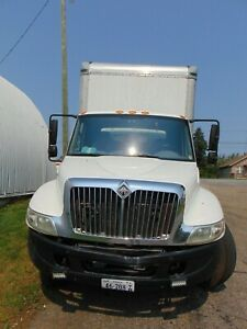 2005 INTERNATIONAL 4300 26` VAN BODY LIFTGATE 238,000 box truck