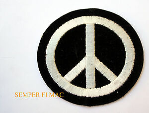 VINTAGE-BLACK-AND-WHITE-PEACE-SIGN-HAT-PATCH-ANTI-WAR-PROTEST-AMERICAN-CHICKEN