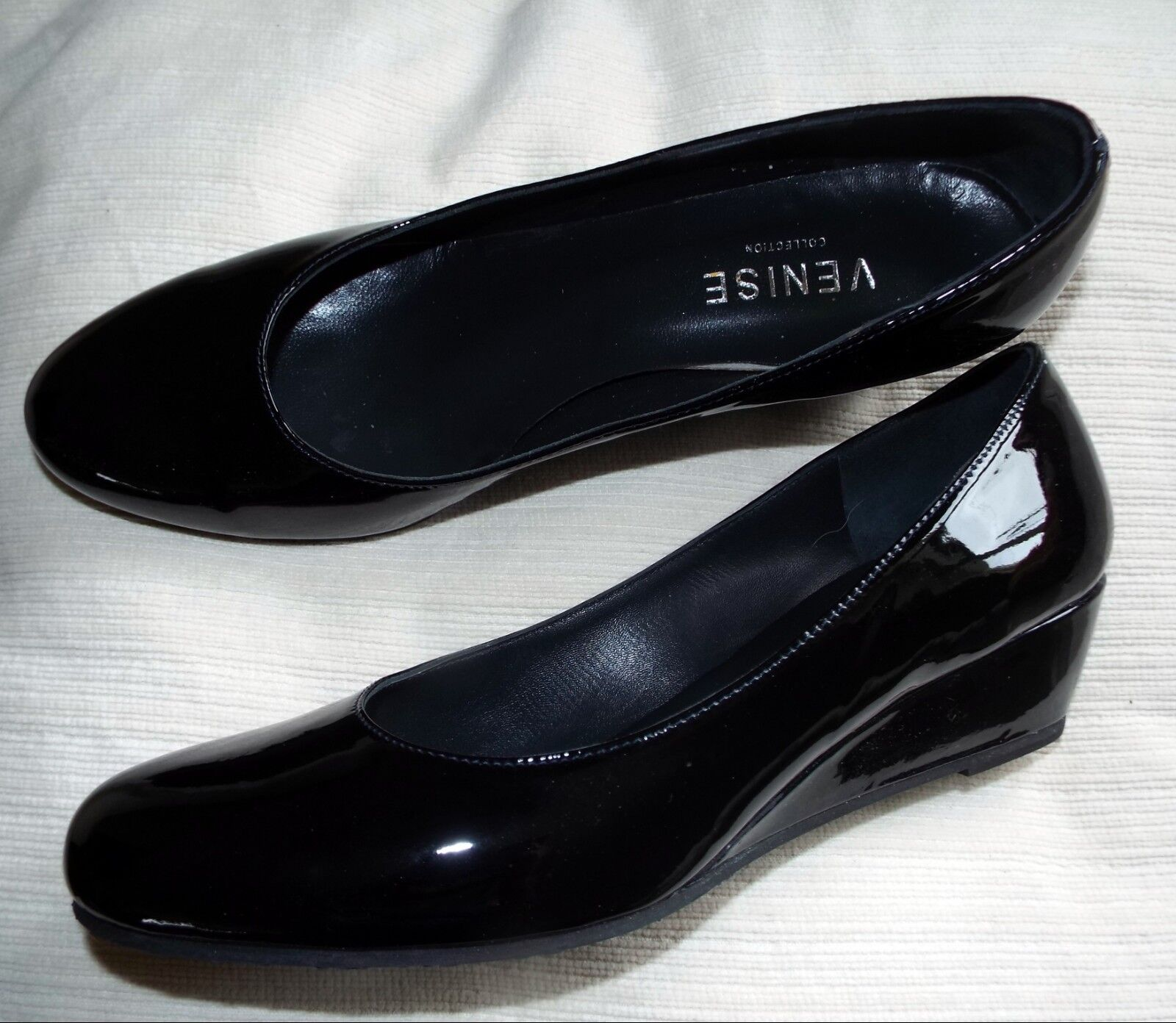 Venise Collection black patent leather court shoes, low wedge, size 40.5