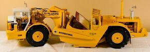 International-Harvester-433-Dual-Engine-Pay-Scraper-1-25-NIB-First-Gear