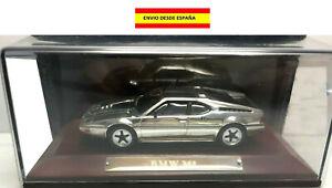 BMW-M1-1978-1981-1-43-PLATEADO-CROMADO-METAL-BASE-DE-MADERA-COCHES-ALTAYA-URNA