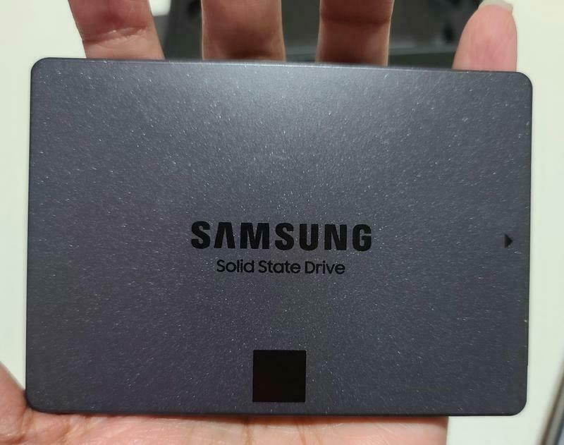 NEW Samsung 870 QVO MZ-77Q4T0B solid state drive 4TB SSD. Buy it now for 390.00